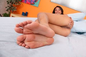 young girl sexy feet